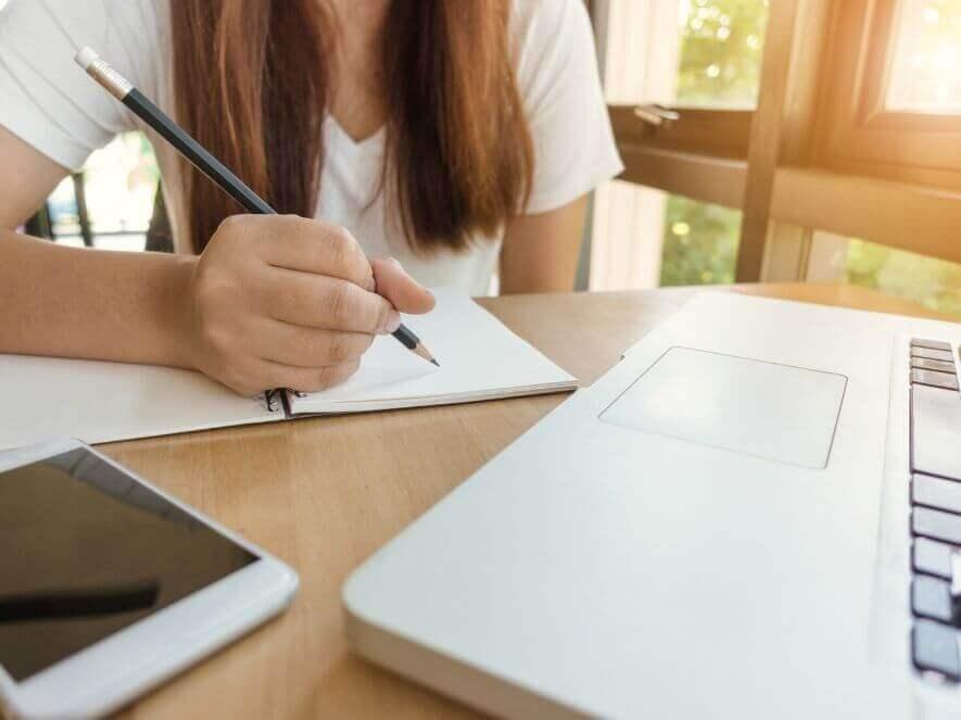 パーソナルトレーナーの資格の独学での勉強方法